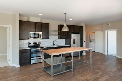 1Br/1Ba+DEN! Attention to Detail, Luxurious Finishes, Urban Energy