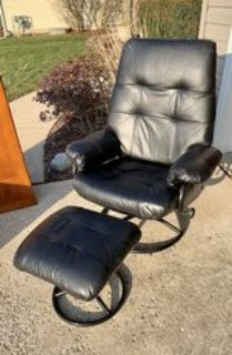 Black leather recliner chair w/ottoman