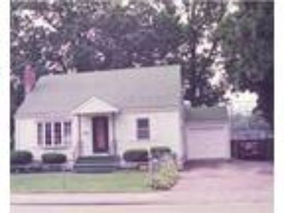 Waltham Five BR Two BA, House for Rent! Close distance to Brandeis.
