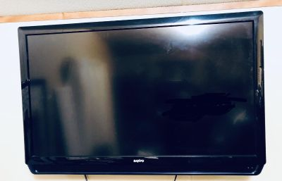 Sanyo Tv with wall mount