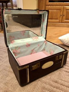 Antique Carrying Case with Liner and Mirror
