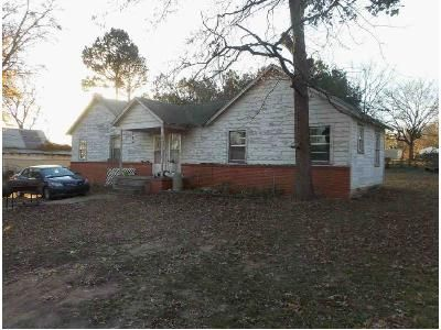 3 Bed 2 Bath Foreclosure Property in Charleston, AR 72933 - Falconer St