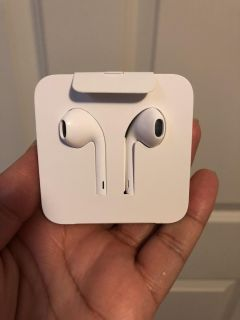 iPhone earbuds and adapter set
