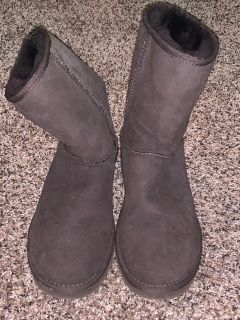 Brown UGG boots size