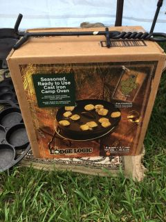6 Qt Camp DO - new in box with lid lifter tool.