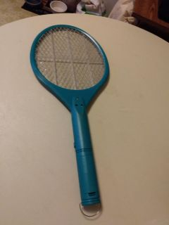 Battery-operated bug zapper fly swatter