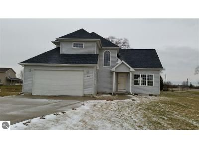 3 Bed 2.5 Bath Foreclosure Property in Mount Pleasant, MI 48858 - Moccasin Ln