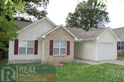 Lovely 3 Bedroom/2 Bath with Garage and Fenced Yard - Greensboro
