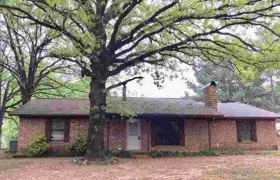 812 Tri-State Rd Texarkana, A Five BR brick home with