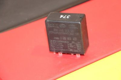 Purchase 1997- 04 VW / Audi Head Light Warning Lamp Relay # 8DO919471--A4 A6 A8 Passat motorcycle in Thiensville, Wisconsin, United States, for US $17.00