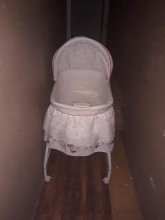 Minnie mouse bassinet, Music, light & vibrates does work $35 FIRM