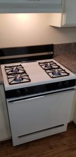 CLEAN like new Hotpoint gas range stove