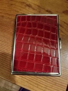 5 INCH, RED METAL WALET, EXCELLENT CONDITION, BRAND NEW NEVER BEEN USED