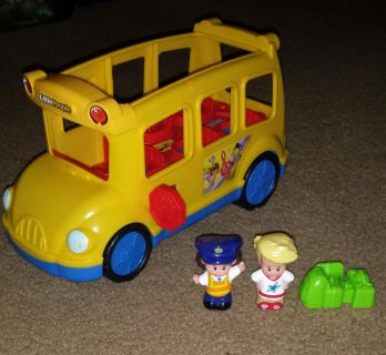 Fisher-Price Little People Little Movers Bus. (EUC) batteries included! Asking $7.00.