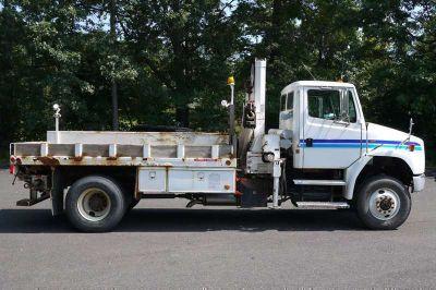 8901 - 2004 Freightliner Fl70 4X4; National Knuckleboom Model N65a; 5 Ton