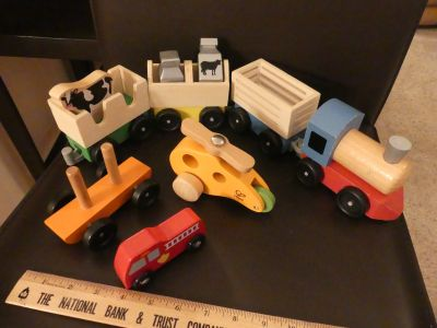 KT ~ Small train with other vehicles (wooden)