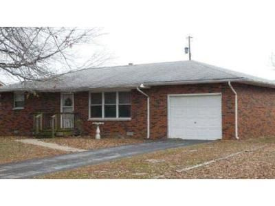 2 Bed 1 Bath Foreclosure Property in Wood River, IL 62095 - Avalon St