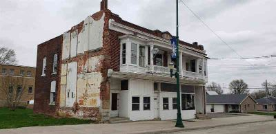 228 W Oak Street Union City Four BR, Lofted townhouse in need of
