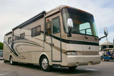 2007 Monaco Knight 38PDQ Low Miles! Must See Condition!