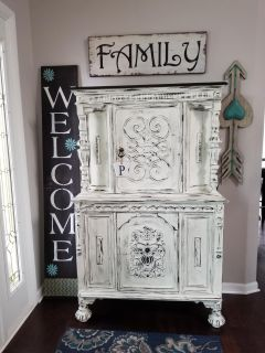 Beautiful refinished solid wood Jacobean hutch