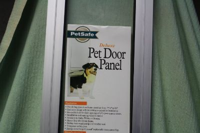 PETSAFE SLIDING GLASS DOOR (SMALL) NEW (OBO)