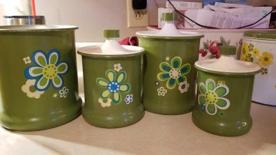 Canister set Tin with plastic lids