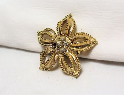 Vintage Signed Sarah Coventry Gold Tone Sun Flower Floral Daisy Brooch Pin