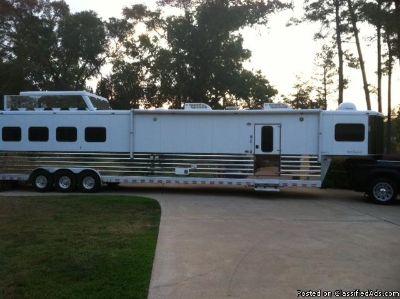 2006 Sundowner 4 horse trailer gooseneck LQ
