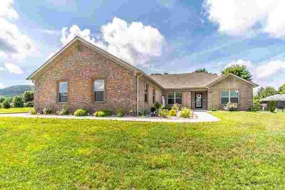 1521 Phyllis Drive BEREA Three BR, Better than new ranch on
