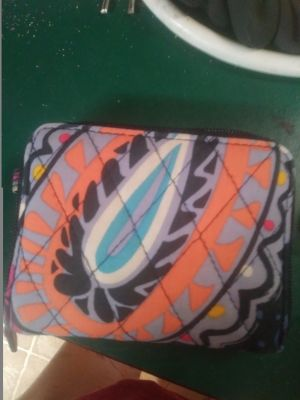 Vera Bradley zip around id wallet