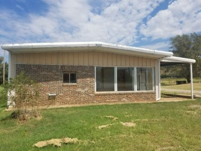Commercial Building for Lease in Elk City,  OK!