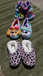 Girls slippers (size 7/