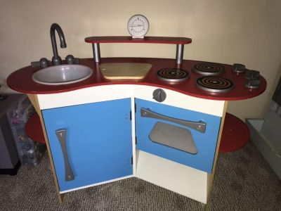 Melissa and Doug Wooden Play Kitchen