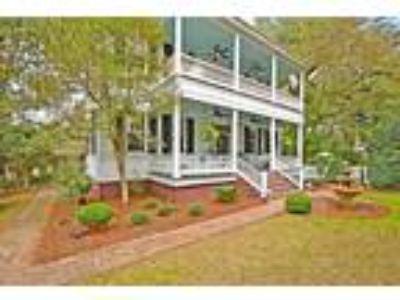Inn for Sale: 205 Sumter Avenue