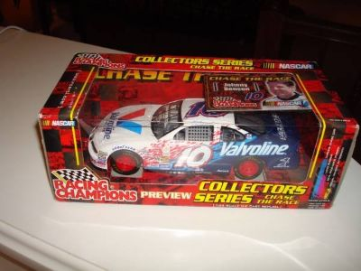 Nascar #10 Johnny Benson Racing Champions Chase The Race 1:24 Scale