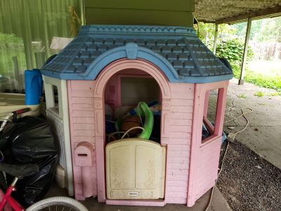Little tikes cozy cottage for girls
