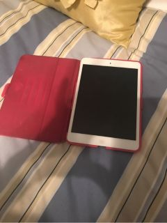 iPad mini with speck case. mint condition.
