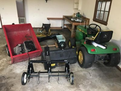 212 John Deer Riding Lawnmower