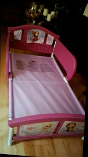 Girl bed - toddler Good condition/ lit tr s bonne condition