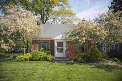 22240 Detroit Rd ROCKY RIVER Three BR, Charming starter or