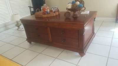 """Large Heavy Coffee Table 48"""" L, 28"""" W, 20.5"""" H"""