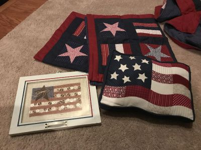 King comforter with 2 Pillow Shams and pillow and framed picture, excellent condition (other Americana items posted)