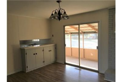 Great Central Location 3 bedroom, 2 bath. Parking Available!