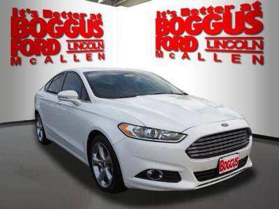 2016 Ford Fusion SE (Oxford White)