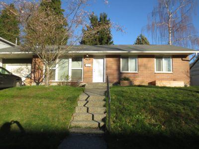 Single Family Residence in Wedgwood