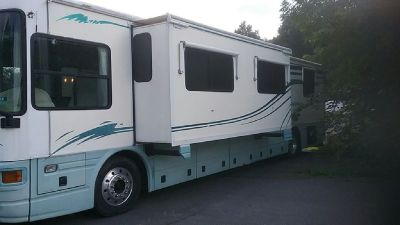 By Owner! 2001 40 ft. National Islander w/slide