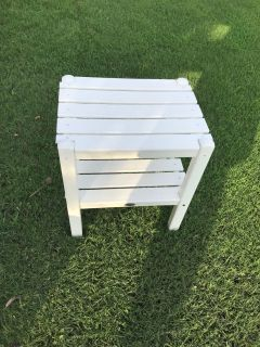 White polywood patio table weather resistant. Euc.