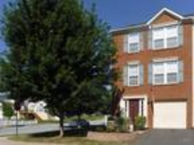 JUST REDUCED !!!!End Unit Townhome in Fairfax Crossings Ranson