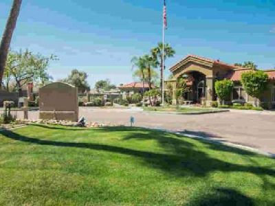 2929 W YORKSHIRE Drive #2018 Phoenix One BR, Charming condo is