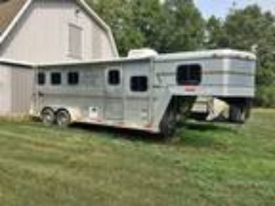 Sidekick 3 horse trailer with full LQ